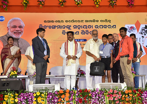 Prof. Ganeshi Lal, Hon'ble Governor of Odisha, hands over the assistive aids & appliances to beneficiaries in presence of Sh. Dharmendra Pradhan, Hon'ble Union Minister of Petroleum & Natural Gas and Skill Development & Entrepreneurship.