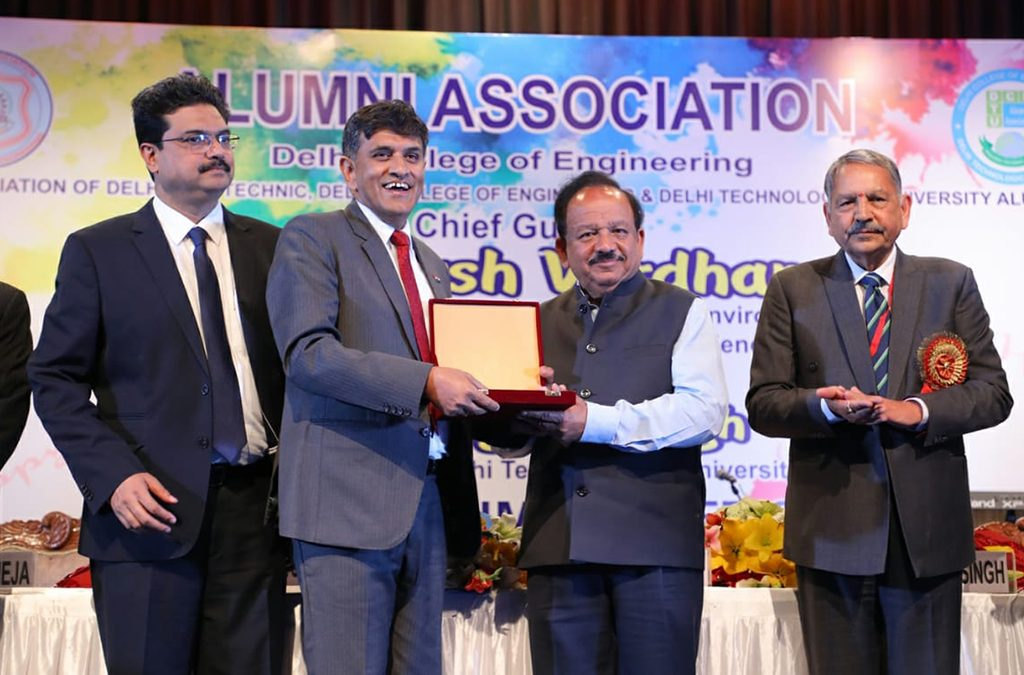 "Director (HR), EIL conferred with ""Distinguished Alumni Award"" by Delhi College of Engineering"